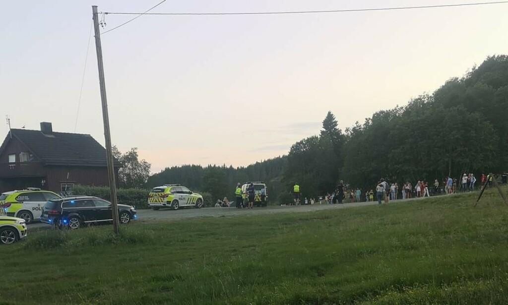 FULL UTRYKKING: Flere politipatruljer rykket ut til Hestsjøen i Heimdal lørdag kveld, etter at en patrulje ba om bistand. Foto: Kjetil Østhus