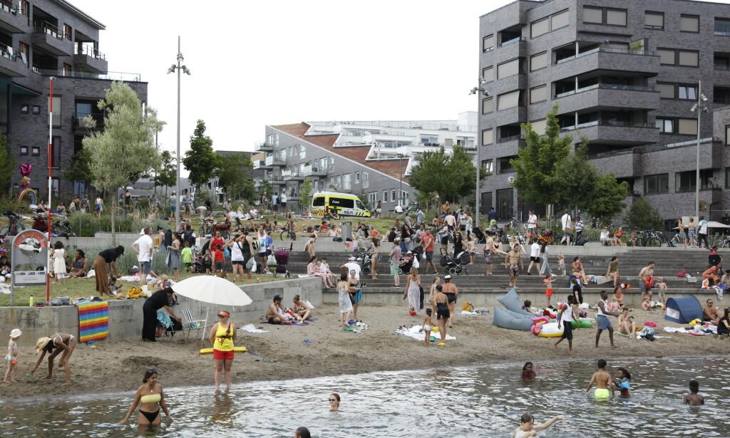 OSLO: I helga var det mange som hadde tatt turen til den populære badeplassen, Sørenga, i hovedstaden. Livredderne hadde uvanlig mange oppdrag. Foto: Nina Hansen / DAGBLADET