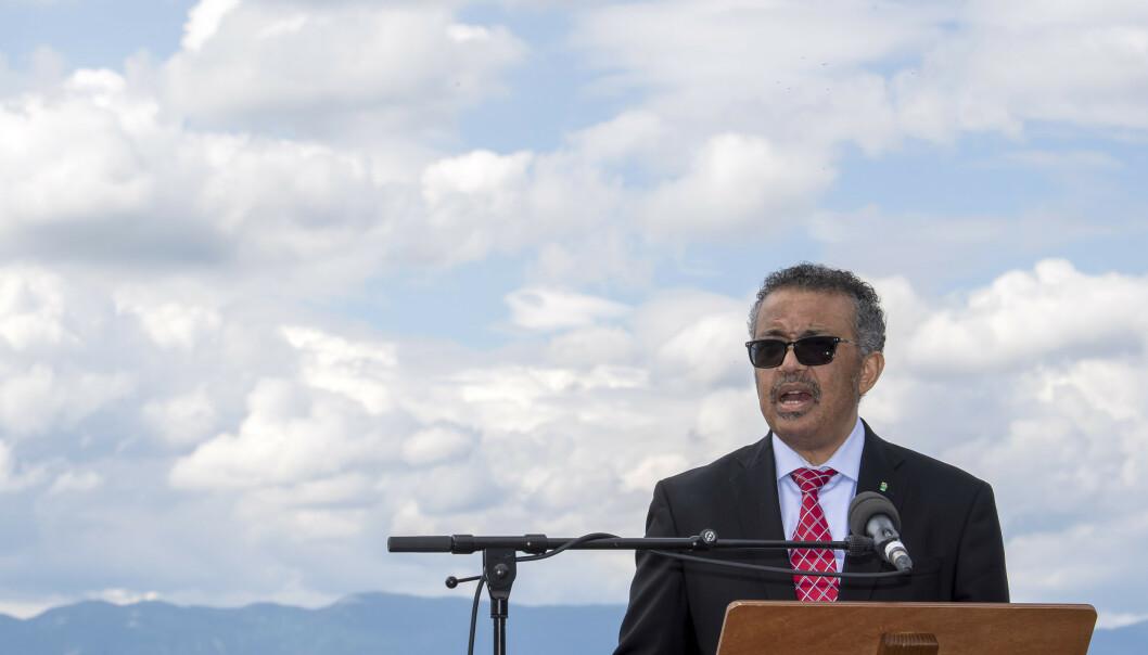 Direktør i Verdens helseorganisasjon Tedros Adhanom Ghebreyesus sier pandemien er langt unna å nærme seg slutten. Foto: AP / NTB scanpix
