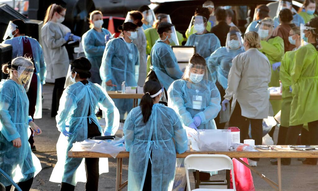 HARDT RAMMET: USA er hardt rammet av coronapandemien, og flere delstater ser seg nå nødt til å stramme inn restriksjonene igjen. Foto: Matt York / AP / NTB Scanpix