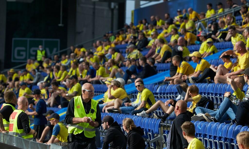 FLERE FOLK: Danskene har ved noen tilfeller hatt så mange som 2500 tilskuere på kamp. Foto: Thibault SAVARY / AFP / NTB Scanpix
