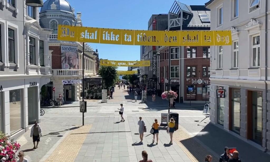 Provosert: Denne installasjonen i Kristiansands gågate fikk Tommy Sharif til å se rødt. Foto: Skjermdump / Facebook