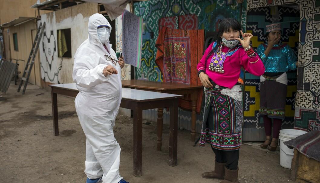 Innbyggerne testes for koronaviruset i Cantagallo-området i Lima i Peru eter at området var nedstengt i ti dager. Foto: Rodrigo Abd / AP / NTB scanpix