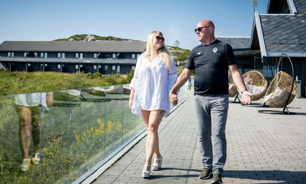 FANT TONEN: Janne Hamre Karlsen har vært sammen med Bruce Grobbelaar i et snaut år. Dagbladet møtte paret på Panorama Hotell & Resort på Sotra. Foto: Lars Eivind Bones