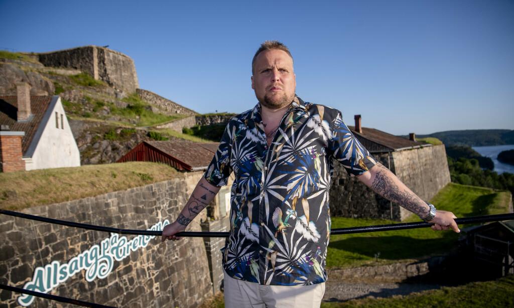 FOLKEKJÆR: Stian «Staysman» Thorbjørnsen ble først for mange en profil gjennom «Paradise Hotel». Nå går han turer med Bent Høie, og har blitt et folkehelseidol. Likevel legger han ikke skjul på at gamlelivet ikke skal skrotes riktig ennå. Foto: Lars Eivind Bones / Dagbladet