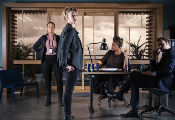 LIVSTID: Victoria Woll (Tone Mostraum) og resten av etterforskningsteamet - som portretteres av skuespillerne Iselin Shumba, Mattis Herman Nyquist og Judy Karanja er en såkalt «happy noir». Premiere i september. FOTO: NRK