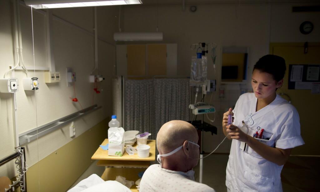 VIKTIGE: Svenske ferievikarer er viktige for å få hjulene til å gå rundt på norske sykehus. Nå må alle testes før de kan begynne å jobbe. Foto: Tore Meek / NTB scanpix