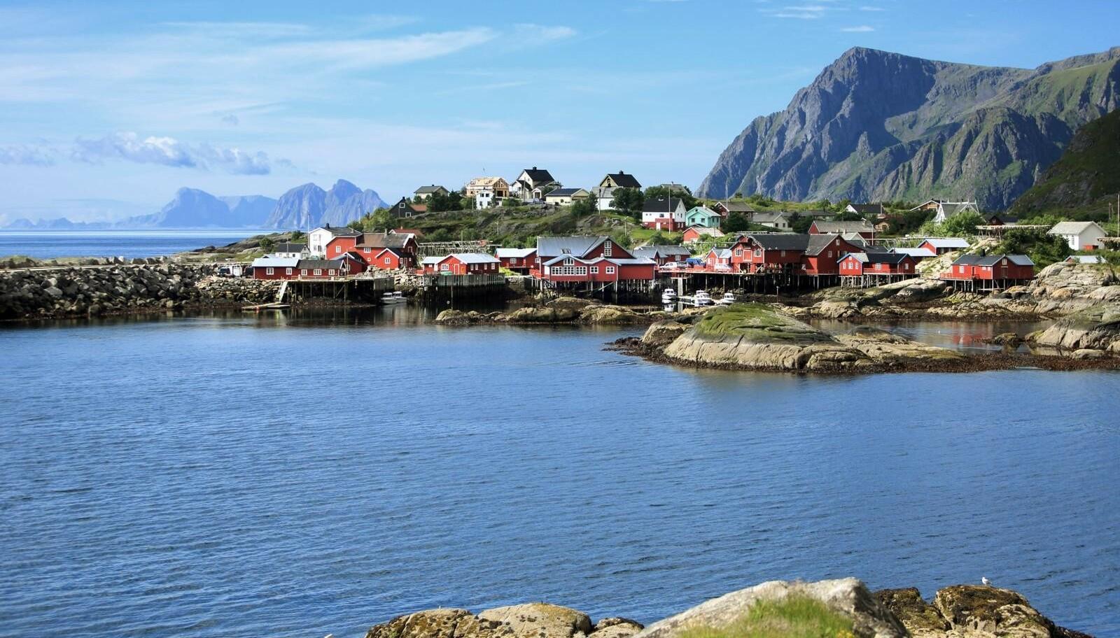 Helt på tuppen: Ytterst i Lofoten ligger denne naturskjønne øya med fredede trehus på rekke og rad.