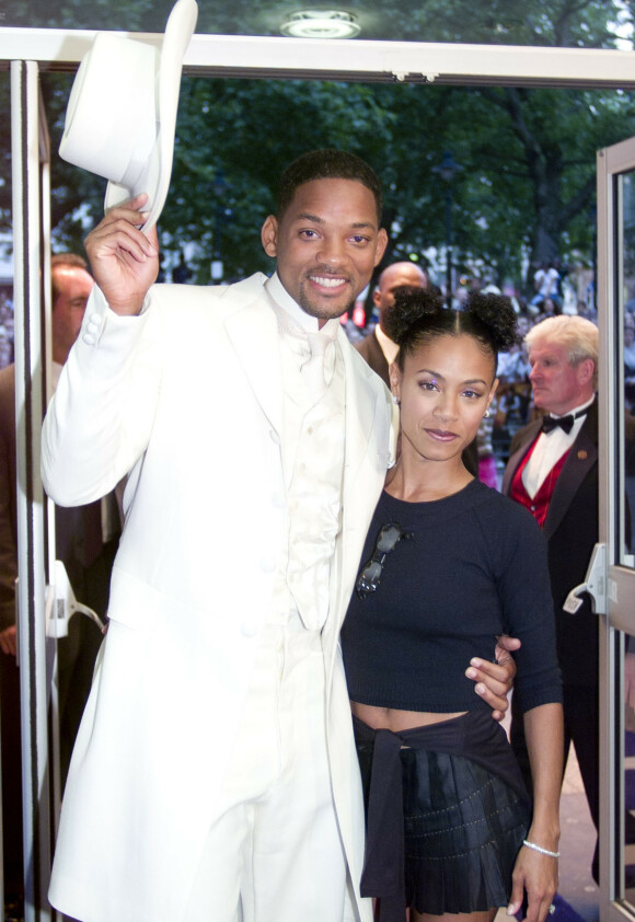 23 ÅR: Will og Jada har vært ektefeller helt siden 1997, og er dermed inne i sitt 23. år som mann og kone. Her er de avbildet under en premiere i 1999. Foto: NTB Scanpix