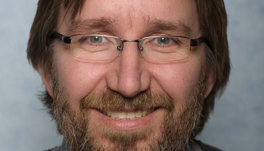 - UHELDIG: FHI-forsker Petter Elstrøm mener det er uheldig at Norge er avhengig av svensk helsepersonell midt i en pandemi. Foto: FHI