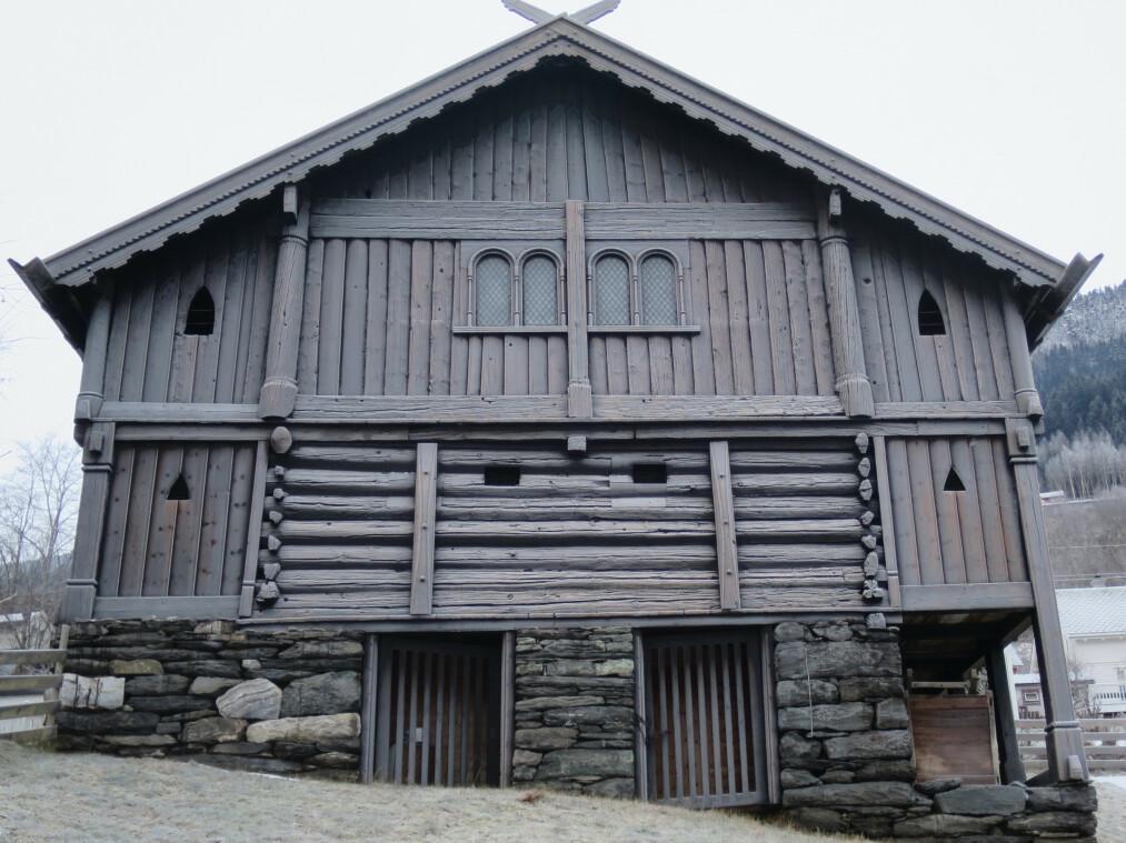 FINNESLOFTET: Bygget er datert til 1295, og regnet som norges nest eldste ikke-kirkelige bygg. Foto: Knut Finne