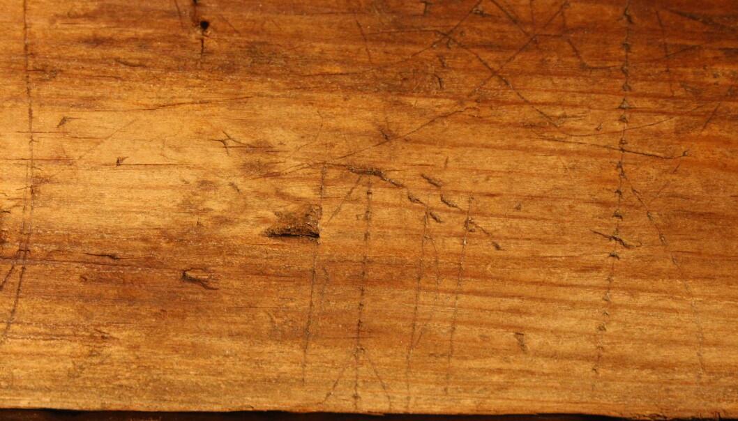 GYDA: Kvinnenavnet Gyda var blant de første runene som ble funnet i bygget. Foto: Kristel Zilmer