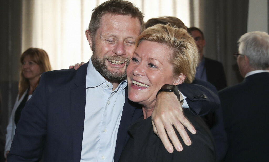 IKKE LOV Å KLEMME TIL: Her er helseminister Bent Høie og Frps Siv Jensen avbildet før coronaens tid. Foto: Vidar Ruud / NTB scanpix