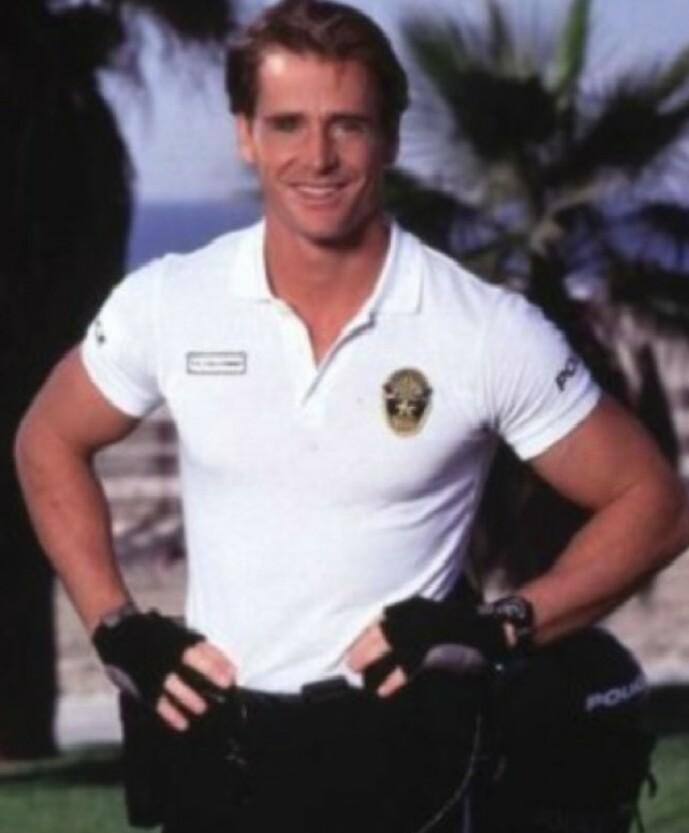 BORTE: Jim Davidson gjorde stor suksess som syklende politi i tv-serien «Pacific Blue». Nå har han trukket seg tilbake. Foto: TV 2