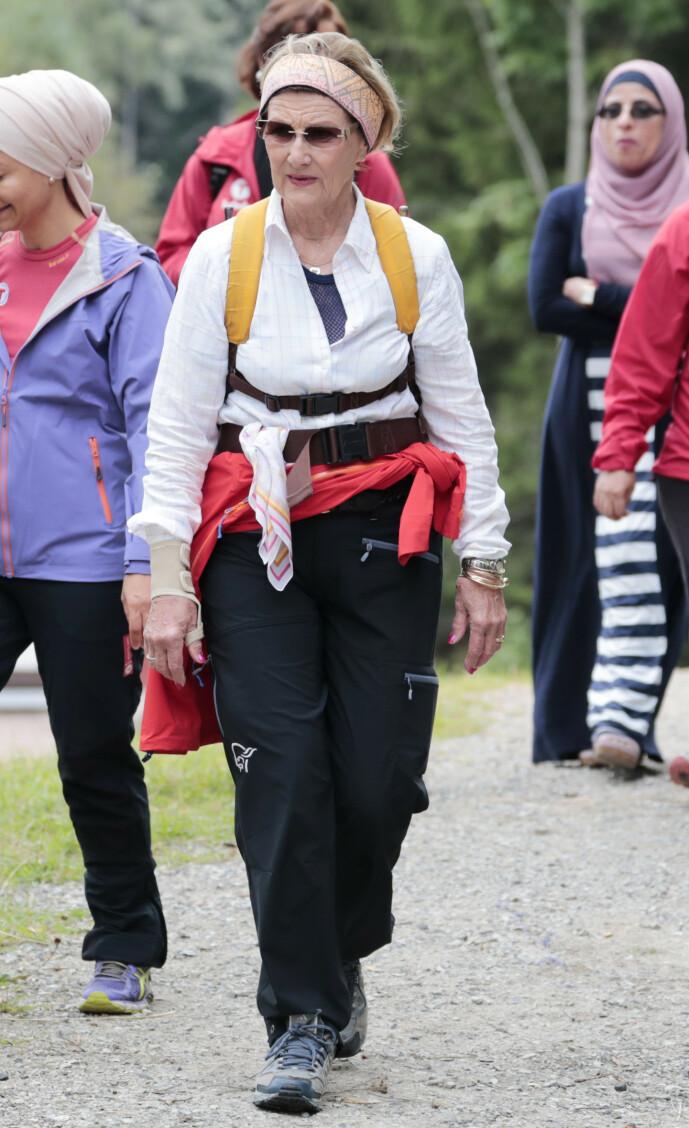 <strong>SPREK:</strong> Dronning Sonja er ofte å finne på fjellturer i vårt langstrakte land. Foto: NTB Scanpix