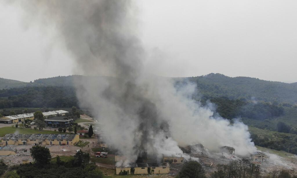 ULYKKE: Eksplosjonene kunne høres tre mil unna fyrverkerifabrikken der ulykken skjedde. Foto: IHA / AP / NTB scanpix