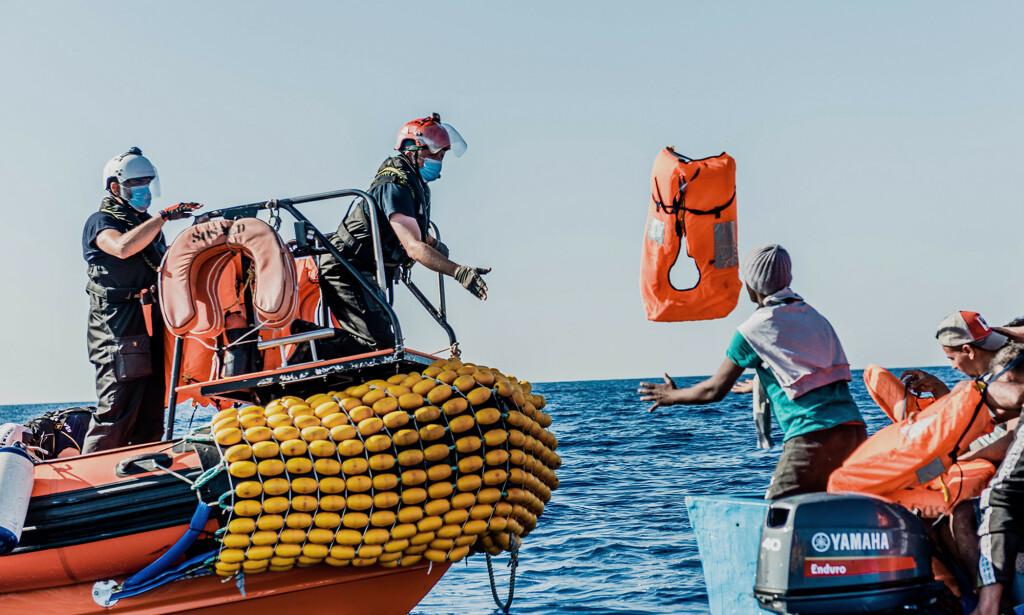 HJELPER: Organisasjonen SOS Mediterranée bruker det norske skipet til å hjelpe migranter. Foto: AFP/NTB Scanpix.
