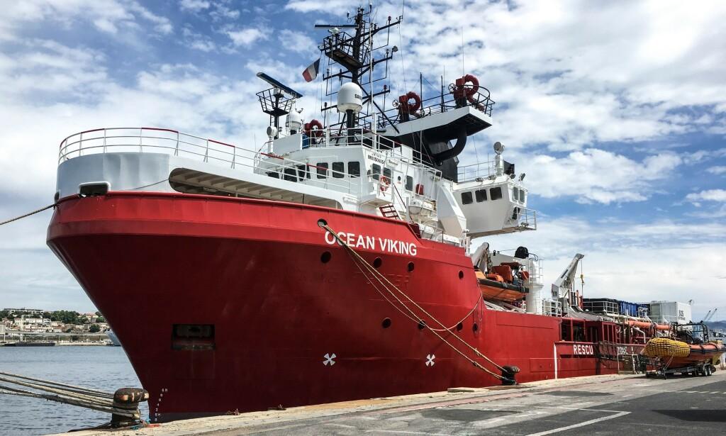 NORSK SKIP: Det norske skipet «Ocean Viking» har den siste uka plukket opp 180 mennesker fra to båter som drev rundt i Middelhavet. Foto: AFP/NTB Scanpix.