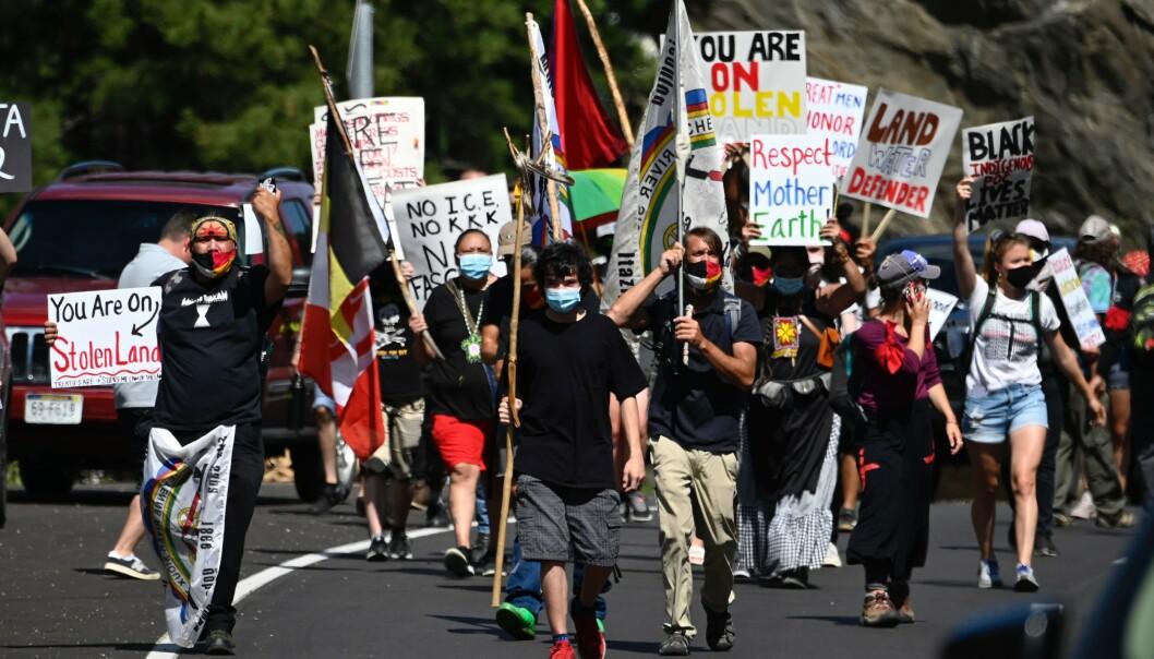 DEMONSTRERER: Aktivister og medlemmer av flere urfolk-stammer demonstrerer i Keystone, Sør-Dakota. Foto: AFP