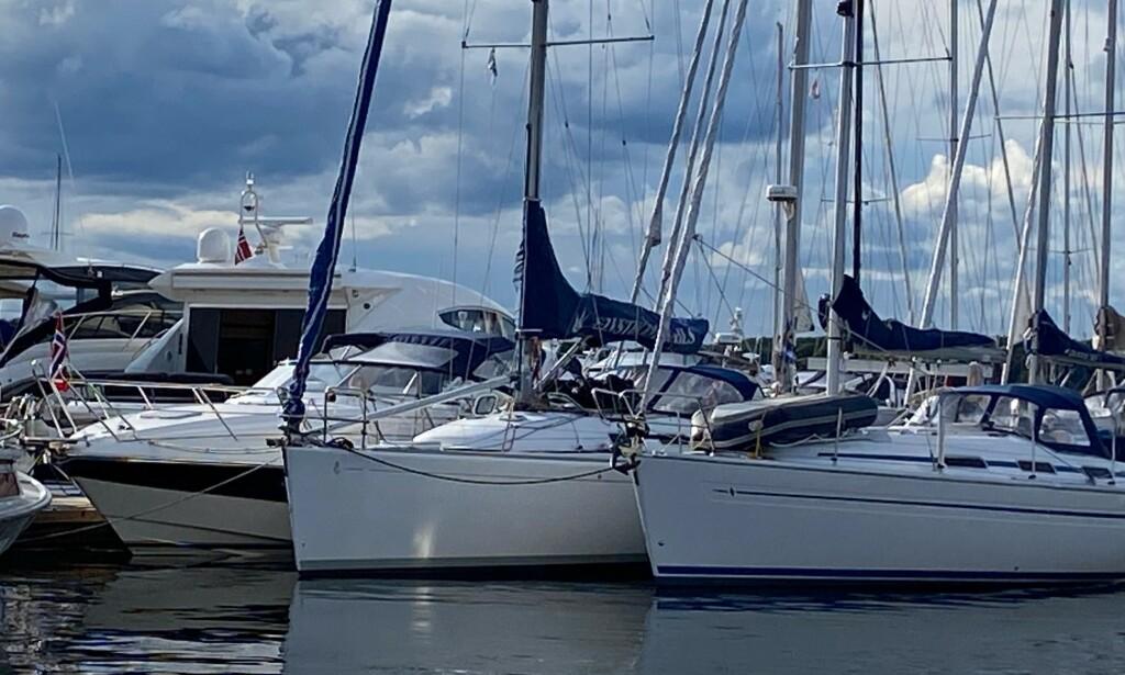 TILLATES: I Tønsberg, som ligger i samme fylke, ligger båtene utenpå hverandre. Bildet er tatt lørdag 04.07. Foto: Vidar Espegard