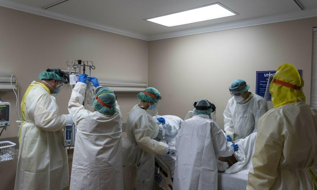 HOUSTON: Helsepersonell på intensivavdelingen på et sykehus i Texas. Foto: AFP/NTB Scanpix