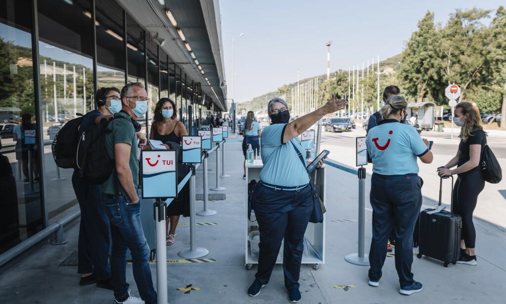 BLIR SENDT HJEM: Svenske turister blir heltet hjem igjen. Foto: Stina Stjernkvist / TT