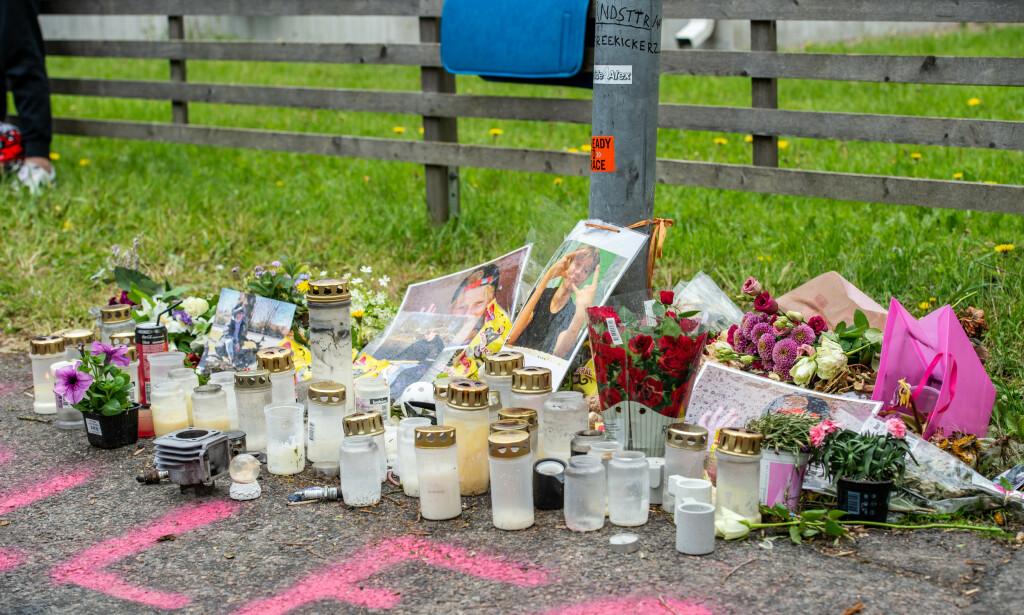 BLOMSTERHAV: Det er lagt ned blomster, minneord og tent lys for Alexander der han døde. Foto: Hanna Brunlöf/GT/Expressen