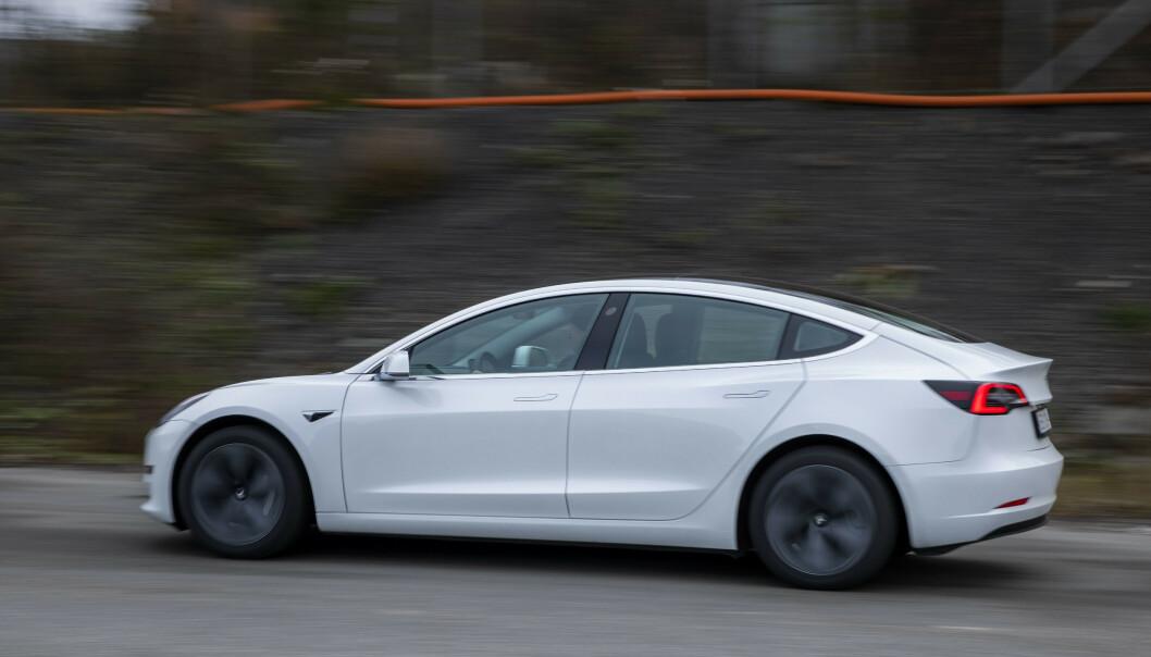 Mange kan nok tenke seg en Tesla Model 3, men i likhet med tyskeren som skulle ha ny familiebil, har de færreste bruk for 28 biler av gangen. Illustrasjonsfoto: Håkon Mosvold Larsen / NTB scanpix