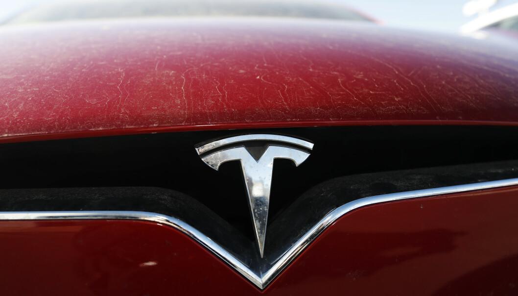 <strong>LAV REGISTRERINGSTAKT:</strong> Momentet har gått ut av salget for Tesla. Bestselgeren ligger på 13. plass blant elbilene. (Foto: AP Photo/David Zalubowski)