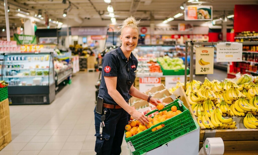 MORO: Butikksjef på Meny Østfoldhallene, Malin Iversen, har hatt en hektisk, men morsom, vår. Foto: Meny