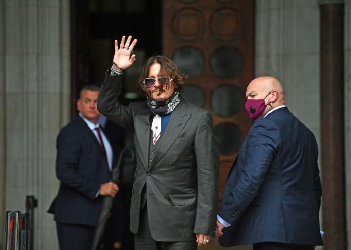 I RETTEN: Johnny Depp ankommer retten i London onsdag - når rettssaken fortsetter. Det er satt av tre uker til saken. Foto: NTB Scanpix