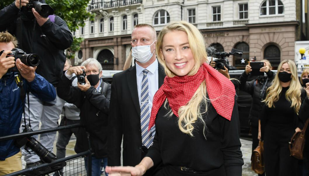 PÅ PLASS: Amber Heard ankommer High Court i London på dag nummer to for saken mellom Johnny Depp og tabloidavisen The Suns eier, News Group Newspapers (NGN). Foto: NTB Scanpix