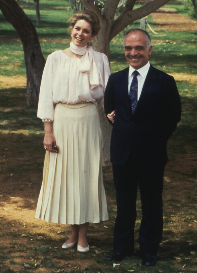 <strong>ENKE:</strong> Dronning Noor opplevde å miste sin kjære ektemann, kong Hussein av Jordan, i 1999. Her er de to avbildet i 1984. Foto: NTB Scanpix