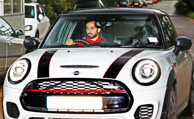I VINDEN: Livet smiler til Bruno Fernandes, som her er på vei til Uniteds treningsfelt Carrington. Foto: NTB scanpix