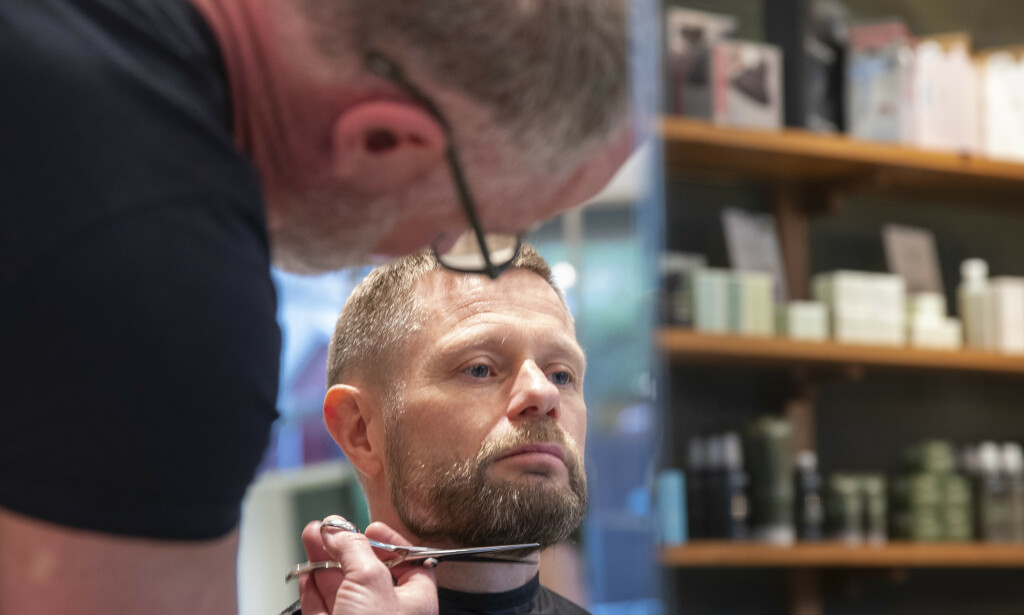 KLIPP: Bent Høie fikk en klipp da frisørsalongene åpnet igjen. Foto: Terje Pedersen / NTB Scanpix