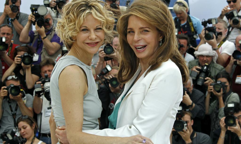 CELEBRE VENNER: Her er dronning Noor avbildet med Hollywood-stjernen Meg Ryan under filmfestivalen i Cannes i 2010. Foto: NTB Scanpix