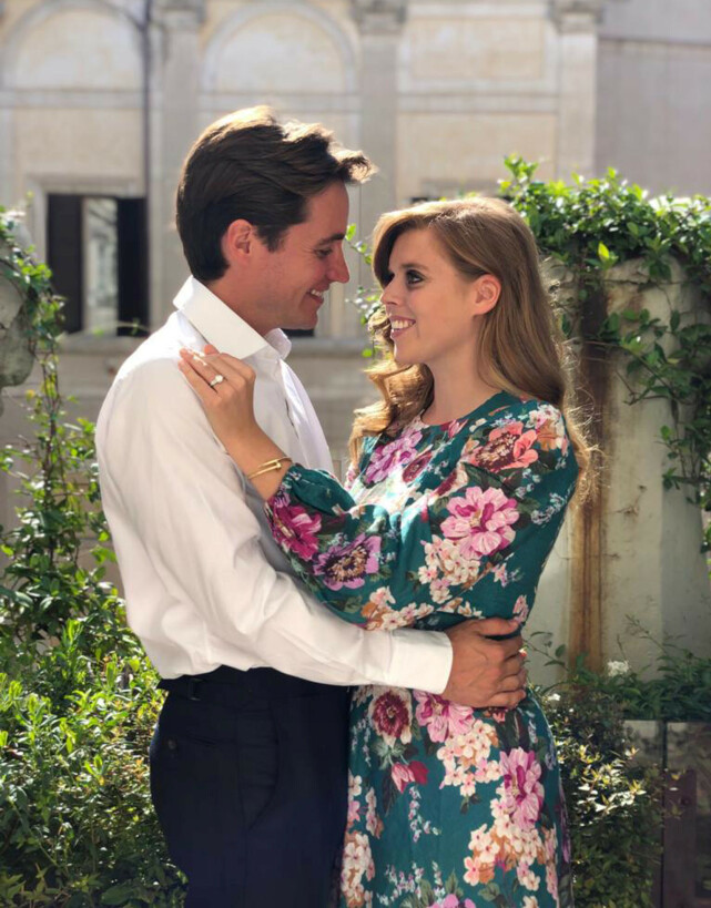FORLOVET: Prinsesse Beatrice og Edoardo Mapelli Mozzi skulle egentlig ha giftet seg 29. mai. Nå er det uvisst når bryllupet skal finne sted. Foto: NTB Scanpix