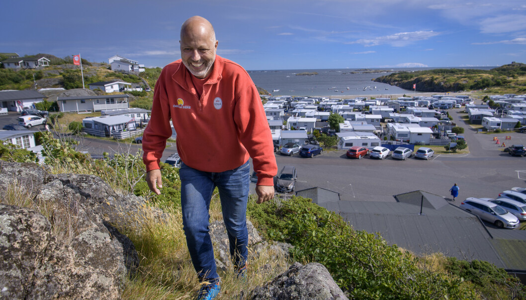 FORNØYD: Campingsjef Ole-Øyvind Rønningen forteller om en fullbooka camping. Foto: Lars Eivind Bones / Dagbladet.
