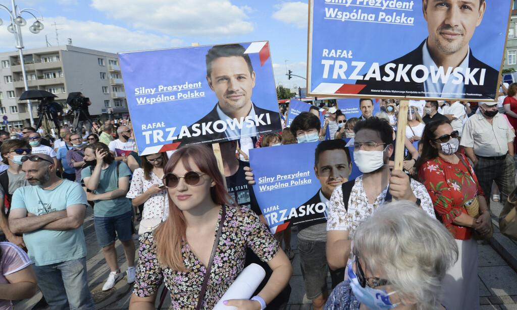 MOBILISERER: Warszawas ordfører Rafal Trzaskowski kan bli Polens president på søndag, og stanse flodbølgen av ekstrem polsk sosial-konservatisme. Foto: AP / NTB Scanpix
