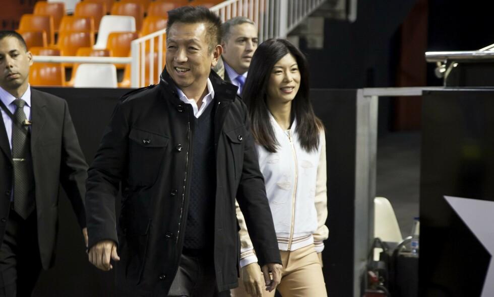 ER LAGT FOR HAT: Valencia-eier Peter Lim og dattera Kim Lim har måttet tåle mye hets. Her er Peter Lim på vei inn til en kamp i 2015. Foto: NTB Scanpix