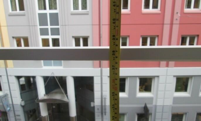 <strong>- FOR LAVT:</strong> Dette bildet viser et rekkverk som ifølge kommunen kan utgjøre en sikkerhetsrisiko. Foto: Plan- og bygningsetaten