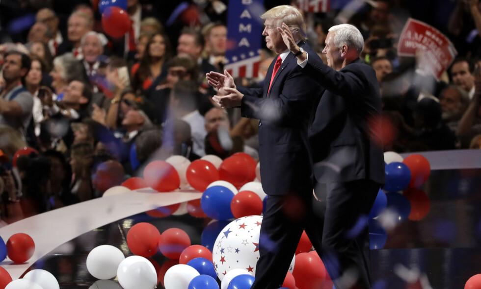 DEN GANG: I 2016 ble Donald Trump utpekt til republikanernes presidentkandidat på partiets landsmøte i Cleveland. Mike Pence ble valgt til visepresidentkandidat. I år kan landsmøtet bli veldig annerledes. Foto: AP Photo/Matt Rourke, File