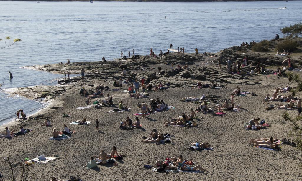 HUK: Badegjester på stranda på Huk i Oslo under noen varme dager i april i år. Foto: Erik Johansen / NTB scanpix.