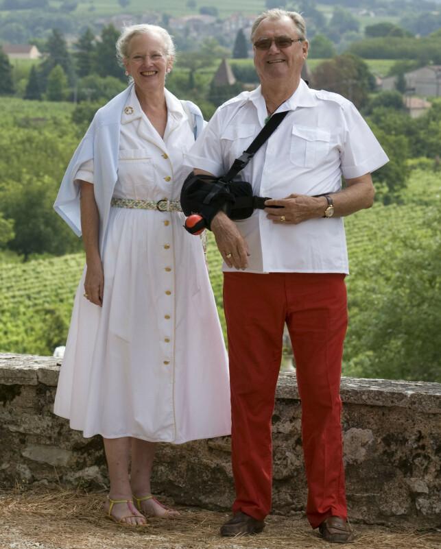FERIEPARADIS: Her er dronning Margrethe og prins Henrik avbildet på vinslottet Château de Cayx sørvest i Frankrike i 2008. Foto: NTB Scanpix