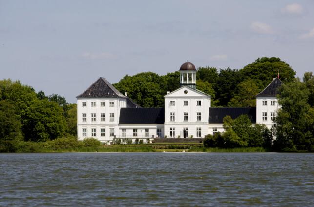 GRÅSTEN SLOTT: I en årrekke har slottet fungert som sommerbolig for den danske kongefamilien. Her er Gråsten slott avbildet i 2008. Foto: NTB Scanpix