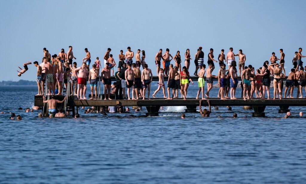 R-TALLET: Det siste R-tallet for Sverige er lavere enn Norges. Her fra Mälmo under finværsperioden i slutten av juni. Foto: Johan Nilsson / AFP / NTB Scanpix