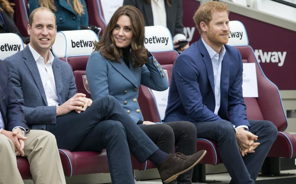 ENIGE: Prins William og prins Harry har blitt enige om hvordan midlene fra moren Dianas minnefond skal fordeles mellom dem. Her er de avbildet sammen med hertuginne Kate i 2017. Foto: NTB Scanpix