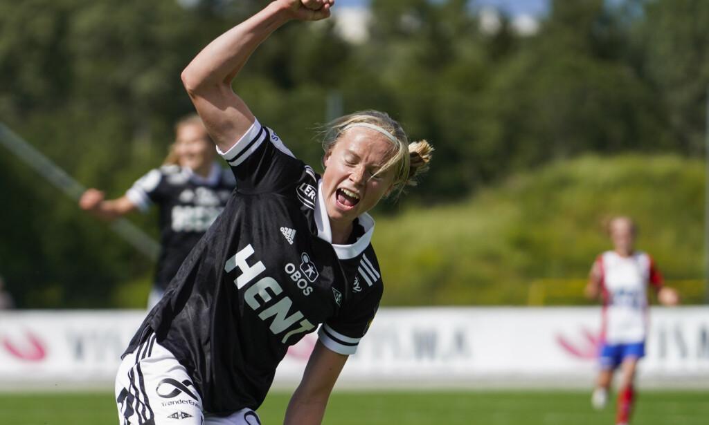 JUBEL: Rosenborgs Julie Blakstad jubler etter 0–3 målet under fotballkampen i Toppserien for kvinner mellom Lyn og Rosenborg på Kringsjå kunstgress. Foto: Heiko Junge / NTB Scanpix