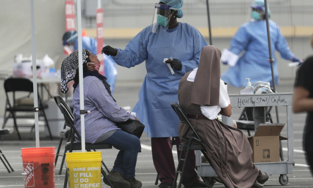 En kvinne testes for koronaviruset på en helseklinikk i Homestead i Florida. Foto: AP / NTB scanpix