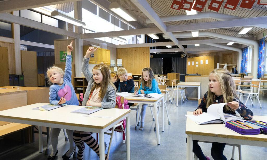 KUNNSKAPSLØFTET: Noen elever mister motet og blir frustrerte hvis de ikke henger med i jaget etter å lære alle bokstavene før jul i første klasse. De trenger ofte mer tid og mer lek, skriver innleggsforfatteren. Foto: NTB Scanpix